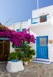 Maisons traditionnelles dans le village de Plaka, Milos, Grèce Image stock