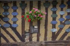 Maisons traditionnelles dans le village médiéval d'en Auge de Beuvron dans des Frances de la Normandie Images stock