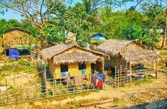 Maisons traditionnelles de village dans Myanmar Image stock