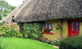 Maisons traditionnelles irlandaises de cottage Photographie stock libre de droits
