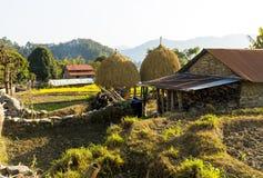 Maisons traditionnelles Nepali dans le village Pokhara de Setti image libre de droits