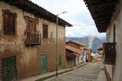 Maisons typiques dans un village des montagnes péruviennes Image stock