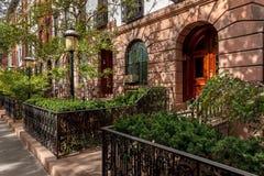 Maisons urbaines de Chelsea et cours, NYC photo libre de droits