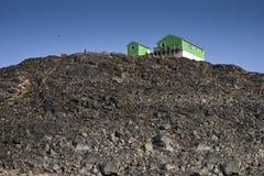 Maisons vertes dans l'itoqqortoomiit au Groenland est Images libres de droits