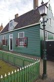 Maisons vertes dans le musée de Zaanse Schans Photographie stock