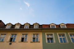 Maisons vertes et jaunes Image libre de droits