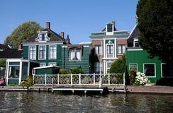 Maisons vertes traditionnelles dans Zaanse Schans Pays-Bas Photo libre de droits