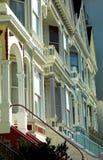 Maisons victoriennes grand dos à San Francisco, Alamo Photos stock