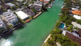 Maisons visuelles de Miami Beach de bourdon aérien banque de vidéos