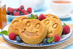 Maispfannkuchen mit Beeren, Nahaufnahme Lizenzfreie Stockbilder