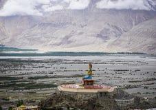 Maitreya菩萨雕象在拉达克,印度 免版税库存图片