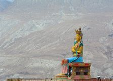 Maitreya Buddhastaty i Ladakh, Indien arkivfoton