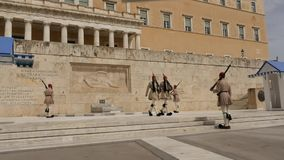Maj 31 2016 Ateny, Grecja Grobowiec niewiadomy żołnierz w Ateny Grecja - czasu upływ zbiory
