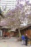 Maj 17 2017 Lanzhou Kina Folk och gammalt område i staden av Lanzhou Kina Arkivfoto