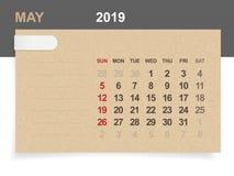 Maj 2019 - månatlig kalender på bakgrund för brunt papper och trä vektor illustrationer