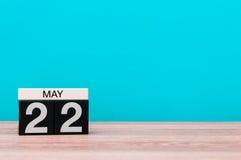 Maj 22nd Dzień 22 miesiąc, kalendarz na turkusowym tle Wiosna czas, opróżnia przestrzeń dla teksta Fotografia Stock
