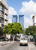 23 2017 Maj Rocznik spotyka nowoczesność Tel Aviv Izrael Zdjęcia Stock
