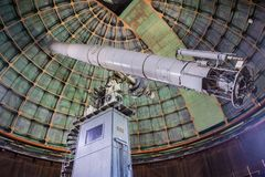 Maj 7, 2017 San Jose /CA/USA - inom det historiska 36 tum Shane teleskopet på aningobservatoriet - montering Hamilton, södra San royaltyfria bilder