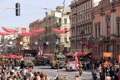 Maj 9 ståtar på den Nevsky utsikten arkivfoton