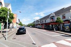 Maj 27th, 2017, Ballincollig, Co-kork, Irland - förbise av den huvudsakliga gatan Royaltyfri Foto