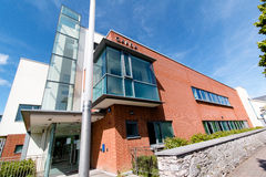 Maj 27th, 2017, Ballincollig, Co-kork, Irland - Garda station Arkivbild