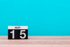Maj 15th Dag 15 av månaden, kalender på turkosbakgrund Vårtid, tömmer utrymme för text Världsminnedag av Fotografering för Bildbyråer