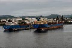 Maj 5th drar 2017 tankfartyg in till santiago, Kuba Arkivbild