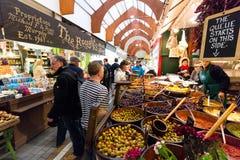 Maj 20th, 2017, kork, Irland - engelska marknadsför, en kommunal matmarknad i mitten av kork Royaltyfri Bild