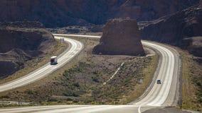 MAJ 23, 2017 visar mellanstatlig huvudväg 70, nära den Colorado och Utah gränsen en lång spolning E U , Wonderlust Royaltyfri Foto