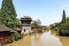 Maj 2013 - Wuzhen, Kina - Wuzhen är en av de mest berömda vattenbyarna av Kina Royaltyfria Foton