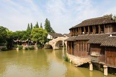 Maj 2013 - Wuzhen, Kina - Wuzhen är en av de mest berömda vattenbyarna av Kina Royaltyfri Fotografi