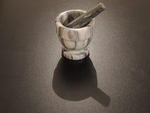 Maja y mortero para la sal, la especia, o Herb Grinding imágenes de archivo libres de regalías