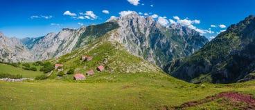 Majada de Ostà ³ n, Picos de Europa, Spanien royaltyfria foton