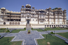 Majastic Palace of a Maharajah. Main entrance to the City Palace in Udaipur. Large Rajput style building with formal garden in foreground. Udaipur, Rajasthan Stock Photos