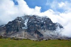 Majestätische Ansicht der Himalajastrecke auf dem Weg zu Kangchenjunga Lizenzfreie Stockbilder