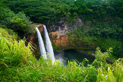 Majestätische Doppel-Wailua-Wasserfälle auf Kauai Lizenzfreie Stockfotografie