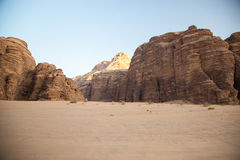 Majestätische Gebirgswüste von Wadi Rum in Jordanien Stockbild