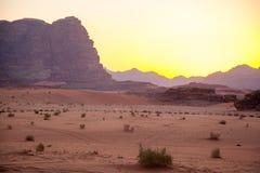 Majestätische Gebirgswüste von Wadi Rum in Jordanien Stockbilder