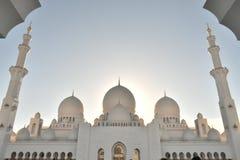 Majestätische innere Haube ragt Ansicht von Sheikh Zayed Grand Mosque hoch lizenzfreie stockfotografie