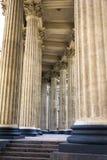 Majestätische Kolonnade der Kasan-Kathedrale stockfotografie