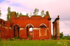 Majestätische Ruinen von Ställen und von Hauptsitzen von Husaren Lizenzfreie Stockfotos