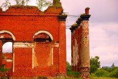 Majestätische Ruinen von Ställen und von Hauptsitzen von Husaren Stockfoto