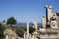 Majestätische Spalten und Ruinen der alten Stadt von Ephesus-agains Stockfotos