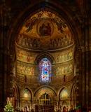 Majestätische Straßburg-Kathedrale Innen, goldener Dekor Stockfotografie