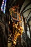 Majestätische Straßburg-Kathedrale Innen, goldener Dekor Stockbild