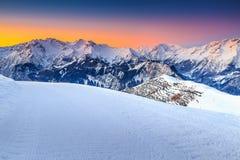 Majestätische Winterlandschaft und fantastischer Sonnenuntergang, Alpe d Huez, Frankreich, Europa Stockfoto