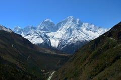 Majestätischer Panoramablick der Himalaja-Berge auf dem Weg zu Lizenzfreie Stockfotografie