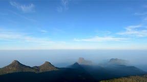 Majestätischer Panoramablick des Pyramidenschattens vom Adam-` s PET Stockfotos
