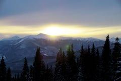 Majestätischer Sonnenuntergang in der Gebirgslandschaft Drastischer Himmel Karpaten, Ukraine, Europa Lizenzfreie Stockbilder