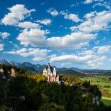 Majestätisches Neuschwanstein-Schloss mit schönem Himmel lizenzfreies stockfoto
